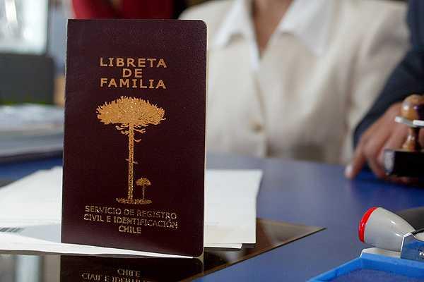 Juzgado de Familia de Antofagasta ordena al Registro Civil inscribir en partida de nacimiento a las dos madres de un niño