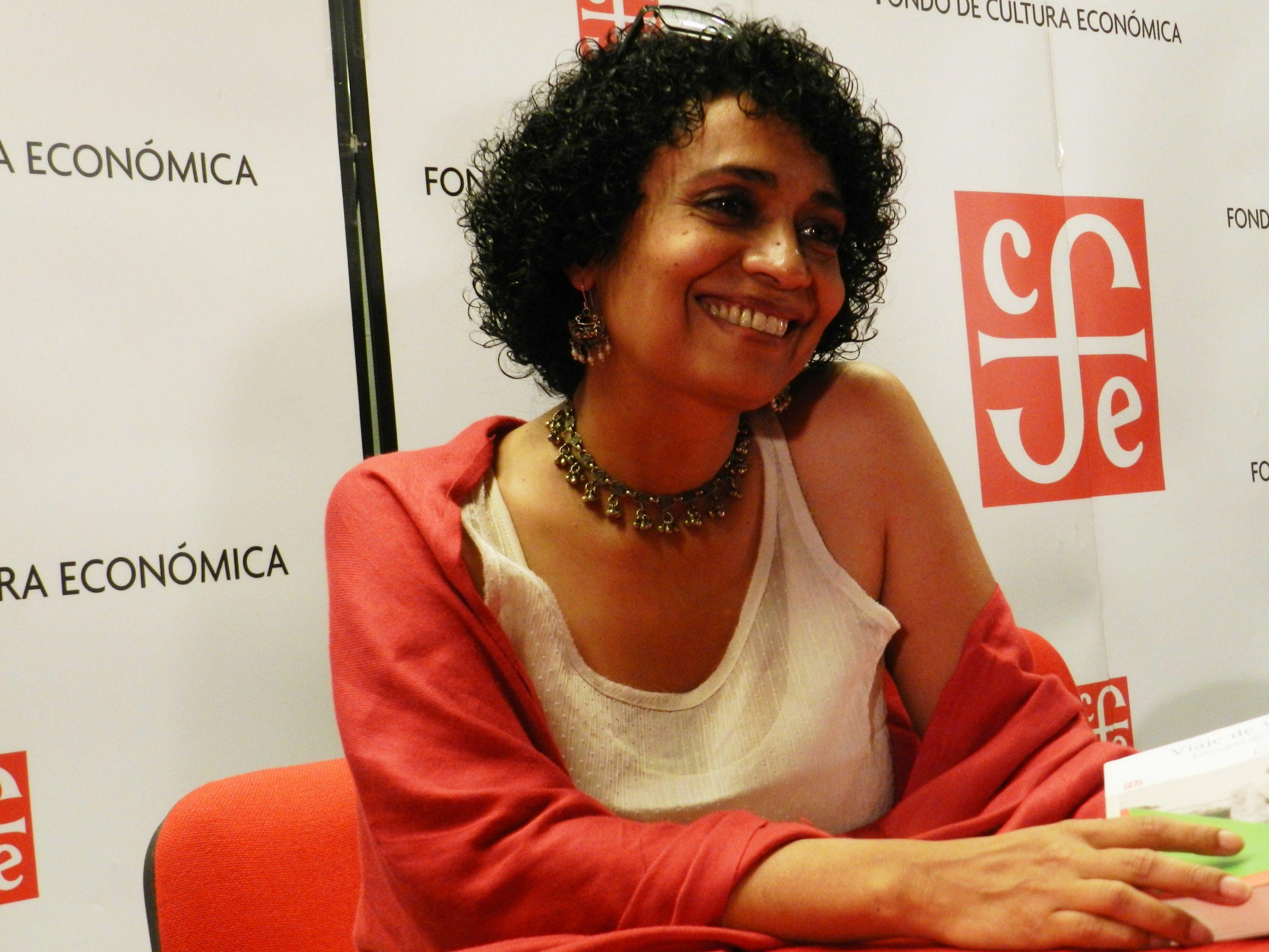 Malva Flores gana Premio Villaurrutia