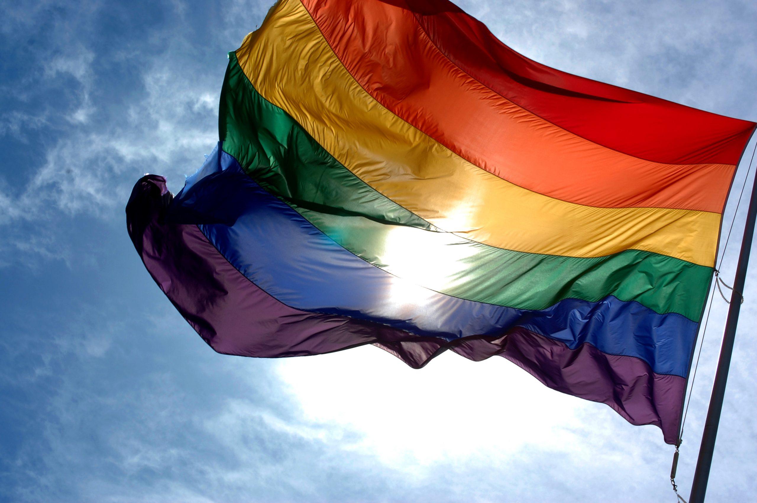 Campaña Arcoíris: 65 instituciones desplegarán bandera LGBTIQ+ en sus fachadas el 17 de mayo