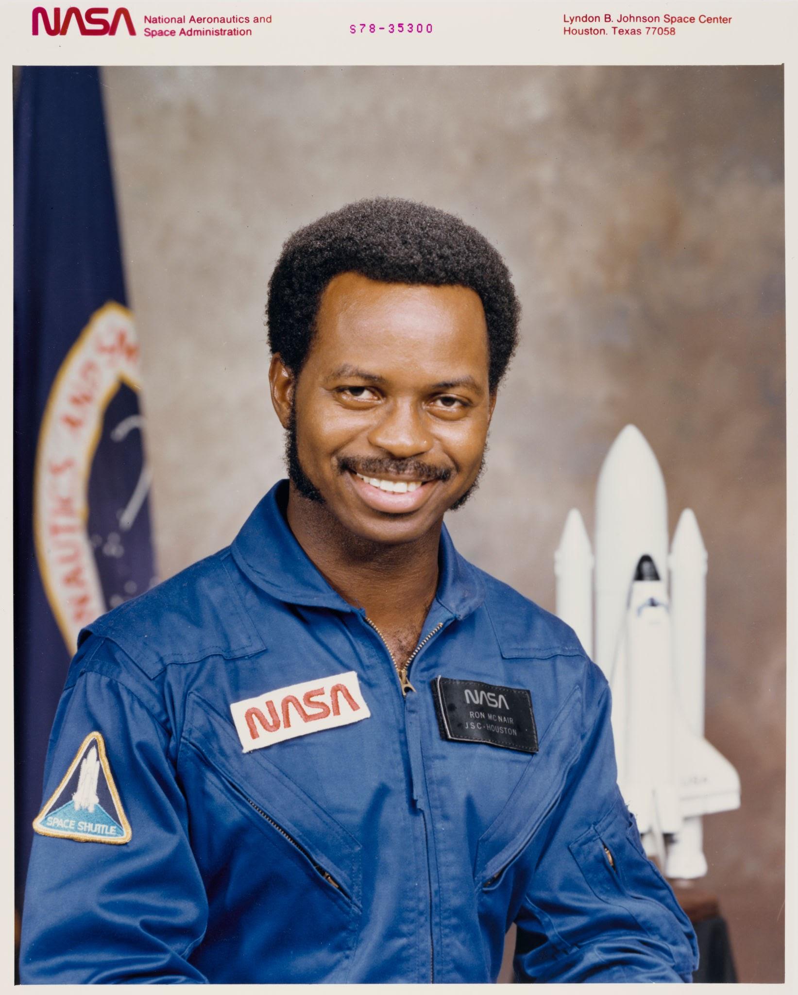 """Denomina Javier López Díaz como """"chango"""" a astronauta afroamericano del transbordador Challenger"""