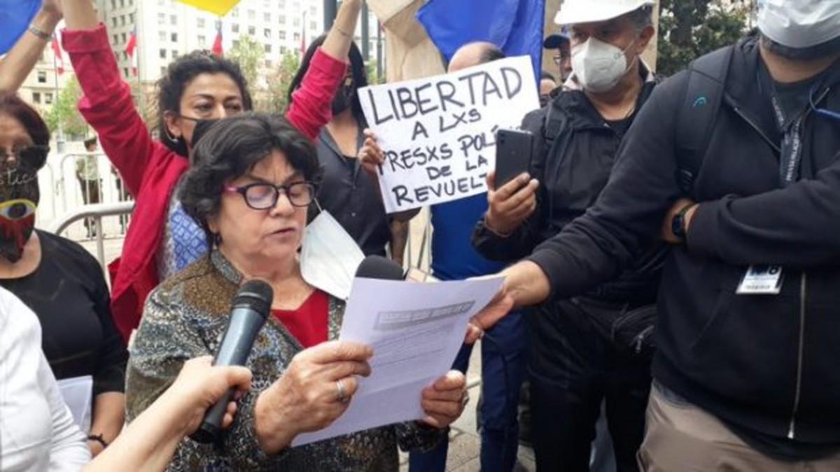 """Alicia Lira por muerte de Torres Silva, el «fiscal favorito de Pinochet»: """"Una vez más un violador a los DD.HH. se va impune de su castigo»"""