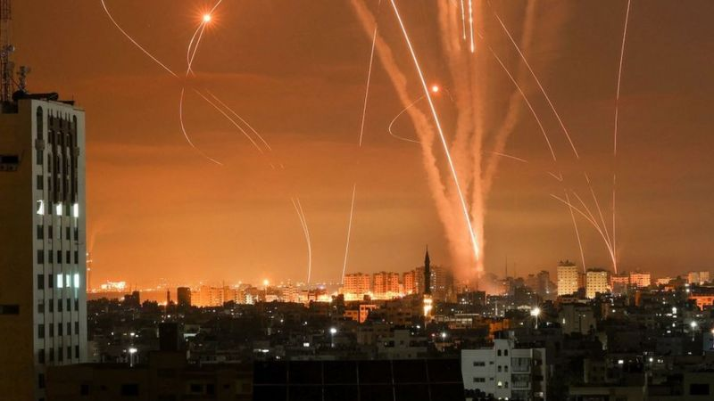 Sube a más de cien el número de palestinos muertos por ataques israelíes