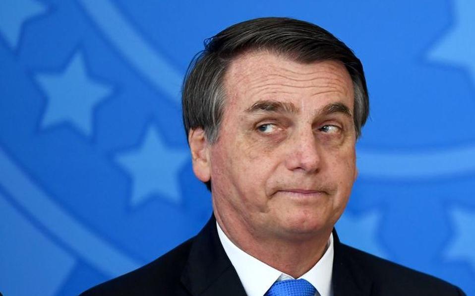 Bolsonaro amenaza con imponer decreto para anular restricciones por la pandemia