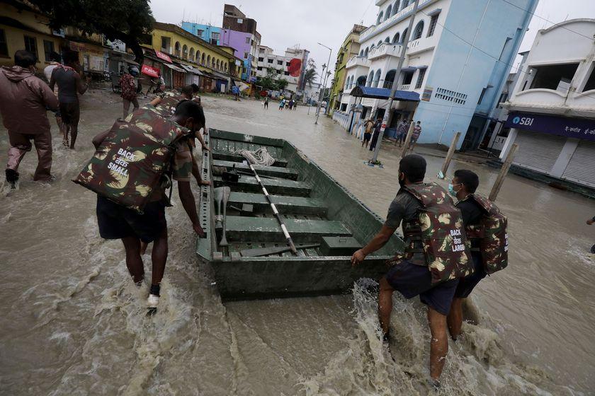 Evacuan a más de tres millones de personas en la India por la llegada del ciclón Yaas