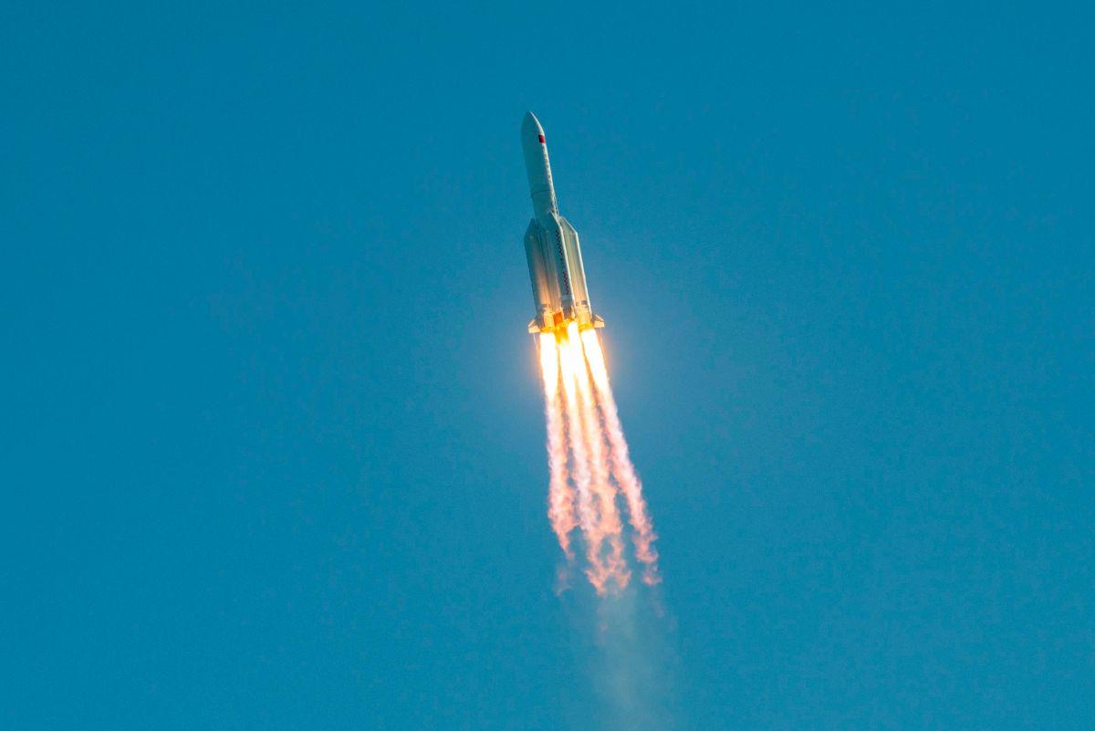 Se acabó la alarma: Cohete chino se desintegró al reingresar a la atmósfera  y sus restos cayeron al Océano Índico