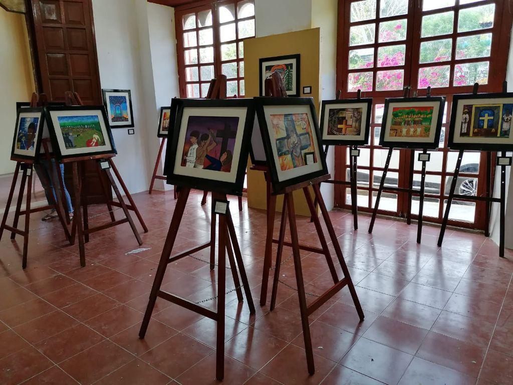 """Niños exponen """"Ecos y trazos de la rebelión maya"""" en QRoo"""