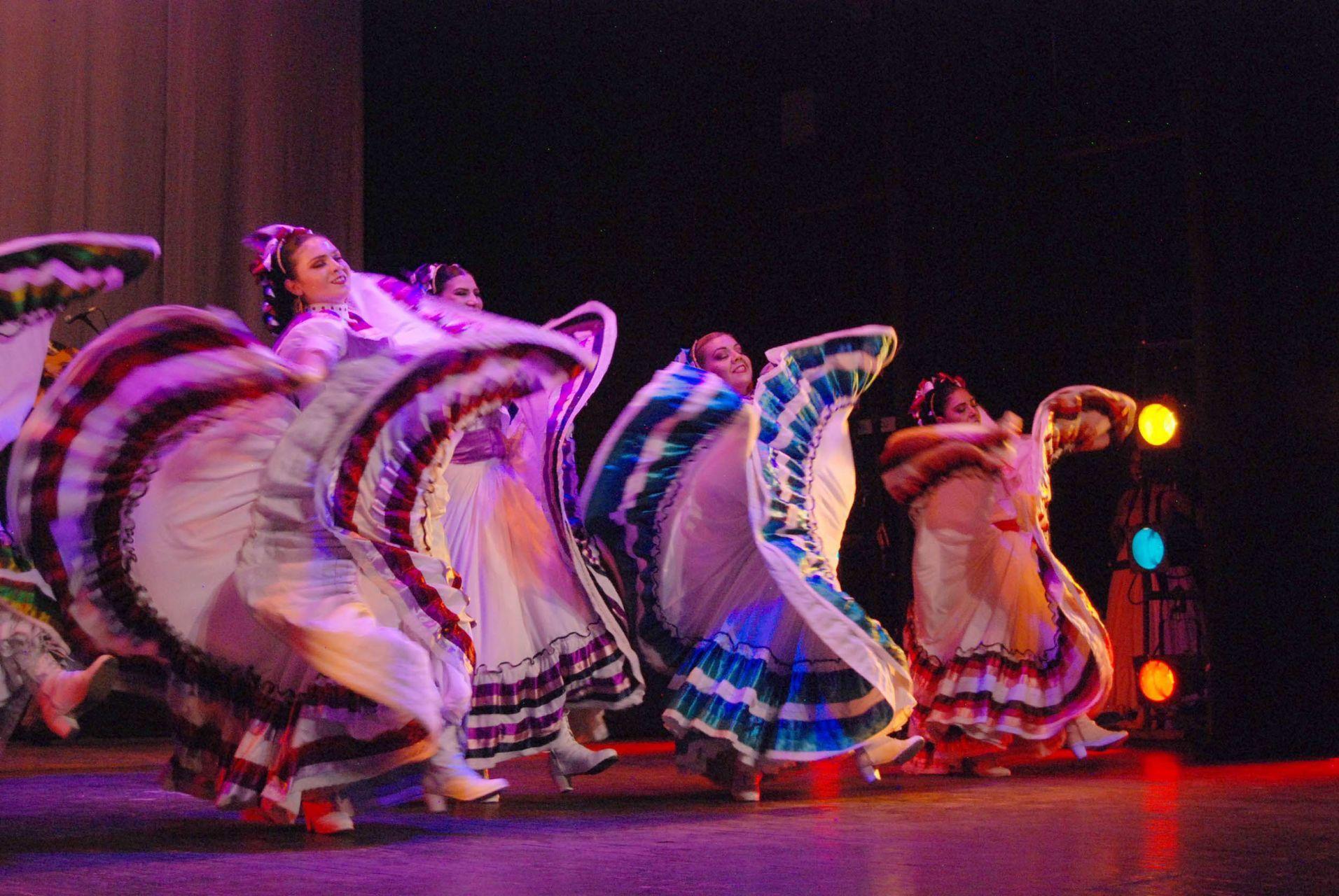 Danza sin parar por la celebración internacional