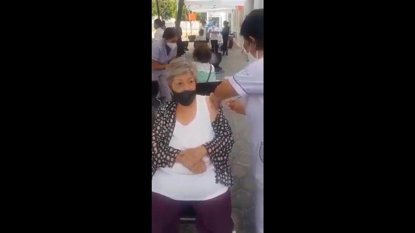 Suspenden a enfermera del Hospital Norte por simular aplicación de la vacuna
