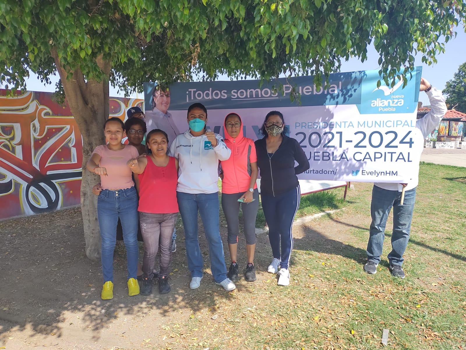 Evelyn Hurtado, candidata a la alcaldía de Puebla, recorre la ciudad evidenciado ayuntamientos pasados