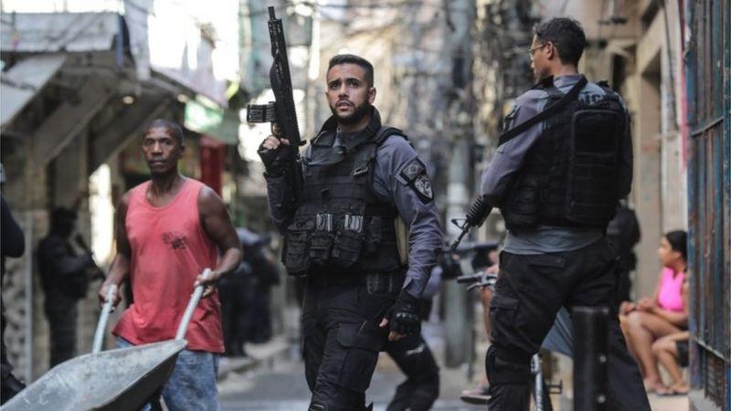 Polémica operación policial en una favela de Brasil deja al menos 25 muertos