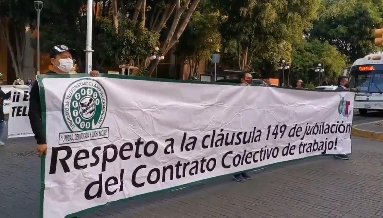 Marchan telefonistas para conmemorar el Día del Trabajo en Puebla