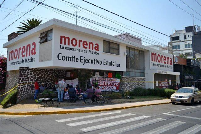 Toma de la sede de Morena en Puebla por la imposición de candidaturas