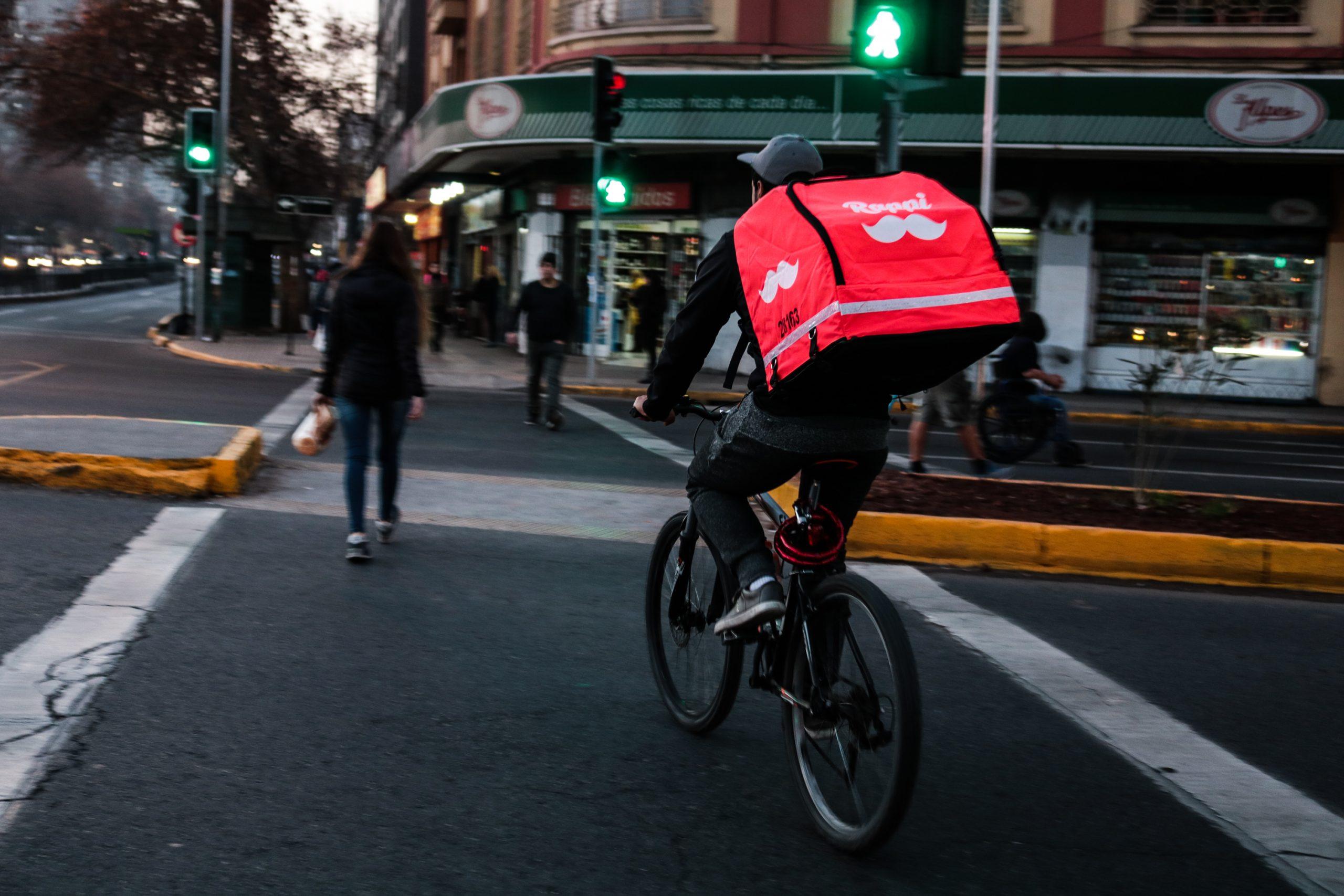 Trabajadores de delivery no descartan movilización nacional: «Es vital que se regulen las aplicaciones y que haya una mínima seguridad social»