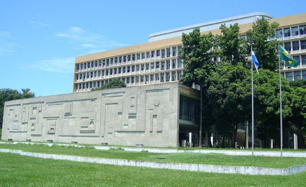 Universidad de Río de Janeiro advierte posible cierre por recortes presupuestarios de Bolsonaro