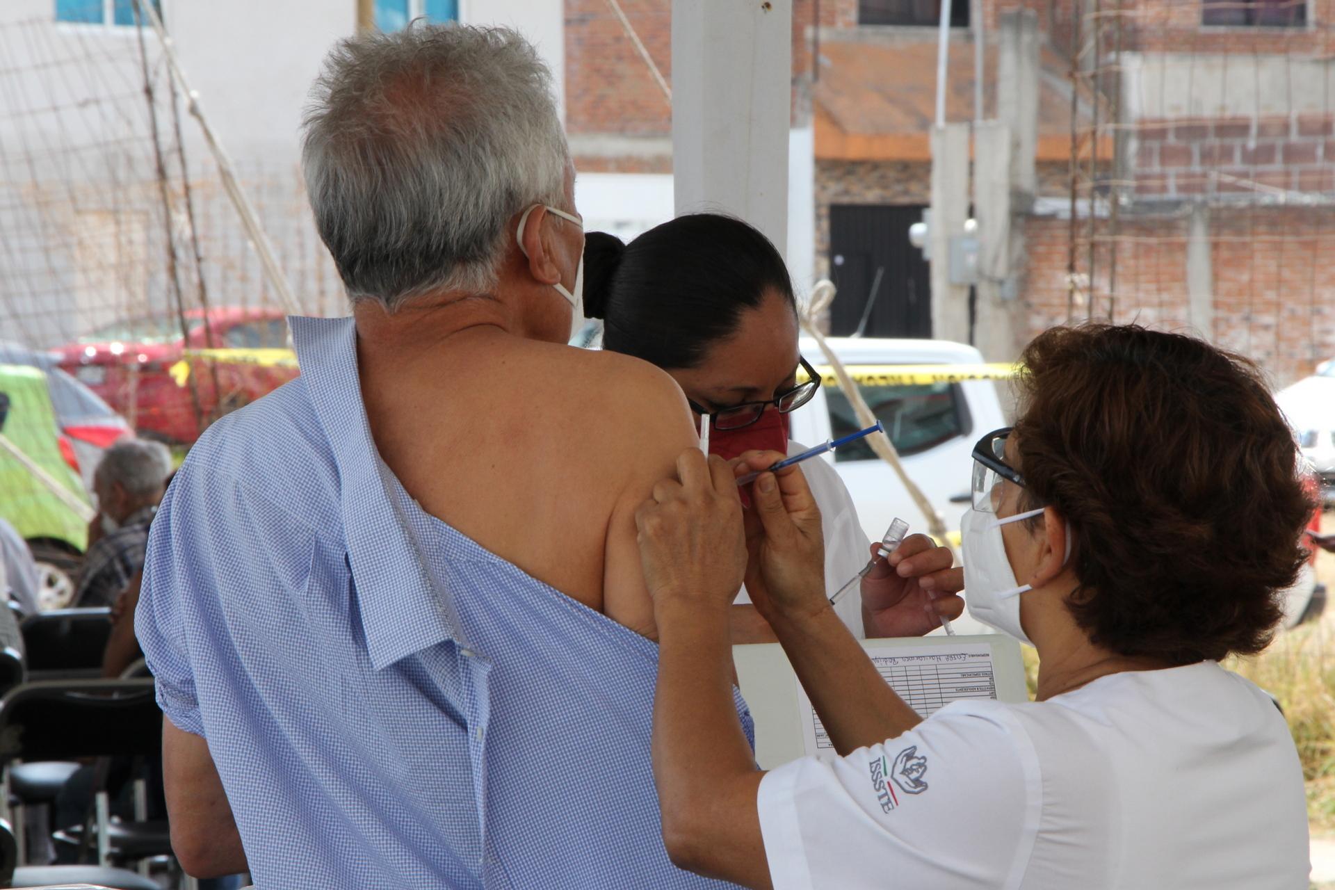 Siguen la vacunación contra la Covid-19 en Puebla, primeras dosis de 50 años en adelante y segundas dosis a mayores de 60