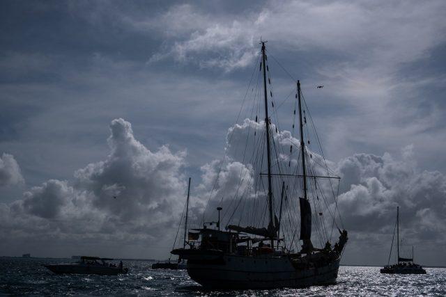La Montaña, navío en el que viajan a Europa las siete personas zapatistas