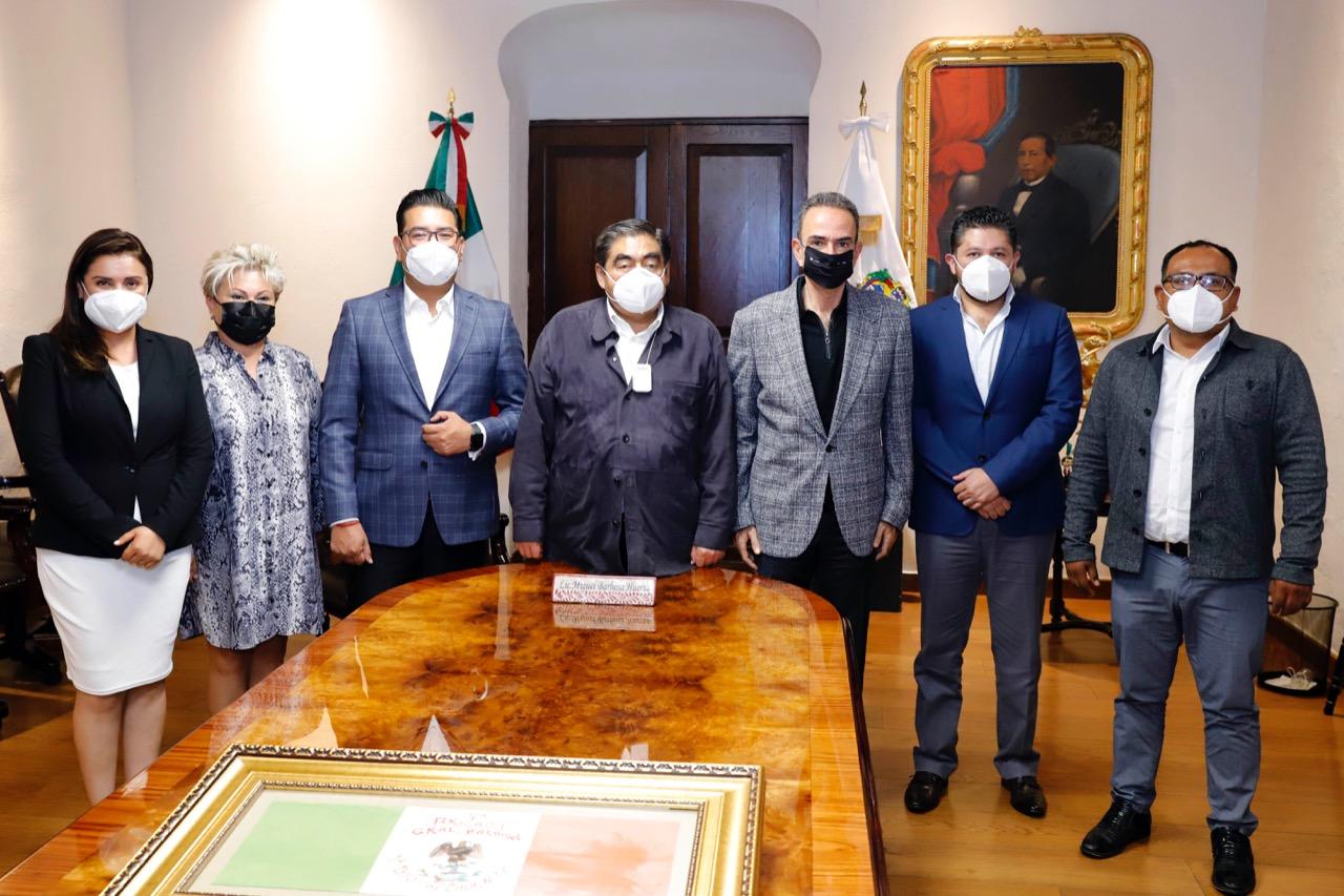 Invade el PRI Casa Aguayo; Barbosa se reúne con los próximos legisladores del tricolor en el Congreso poblano