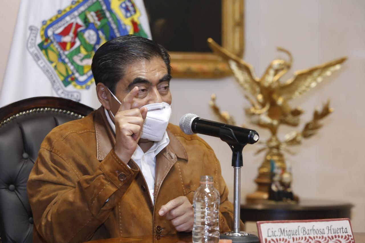 Exigen a gobernador de Puebla 'limpiar' su gabinete