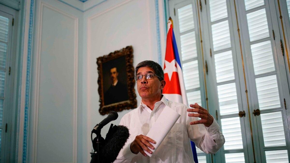 Cese de aceptación de dólares en efectivo en bancos cubanos es una medida de legítima defensa ante el recrudecimiento de hostilidades de EE.UU.