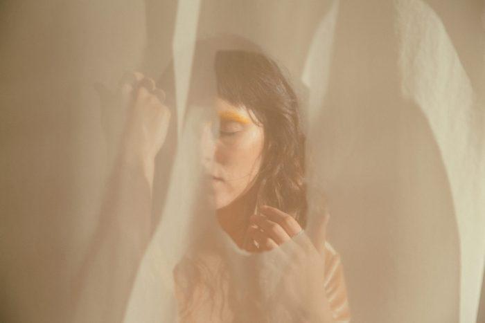 Superar los miedos y renacer: Daniela Amaya estrena su disco 'Umbral'