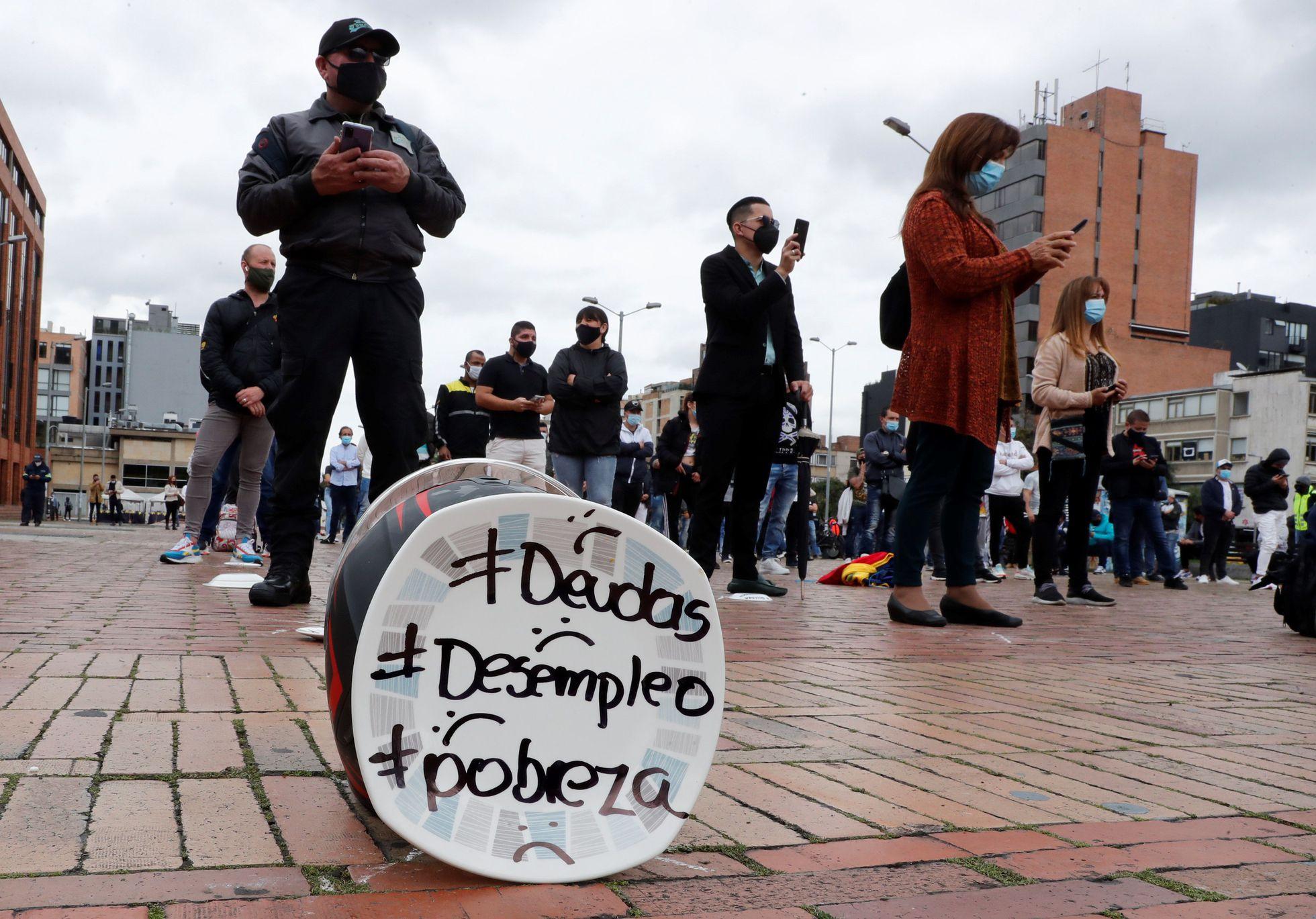 Encuesta revela que más de la mitad de la población colombiana ha tenido que endeudarse para enfrentar crisis económica