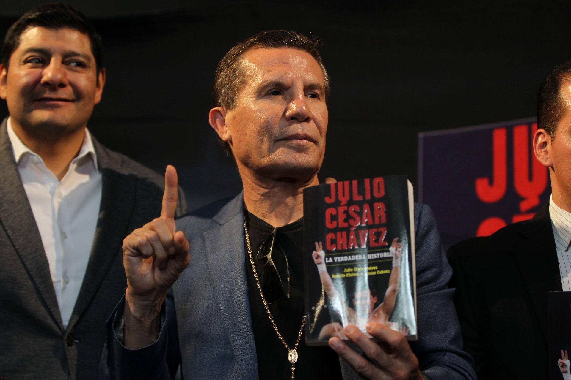El boxeador mexicano Julio César Chávez se despidió en pelea de exhibición