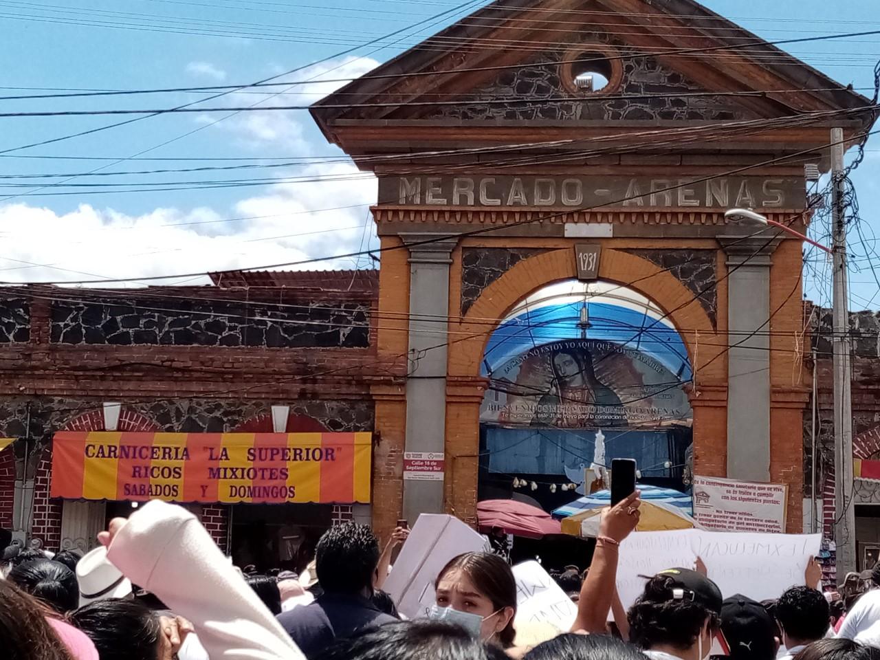 Simpatizantes de Abraham Irving marchan contra la reelección en Texmelucan