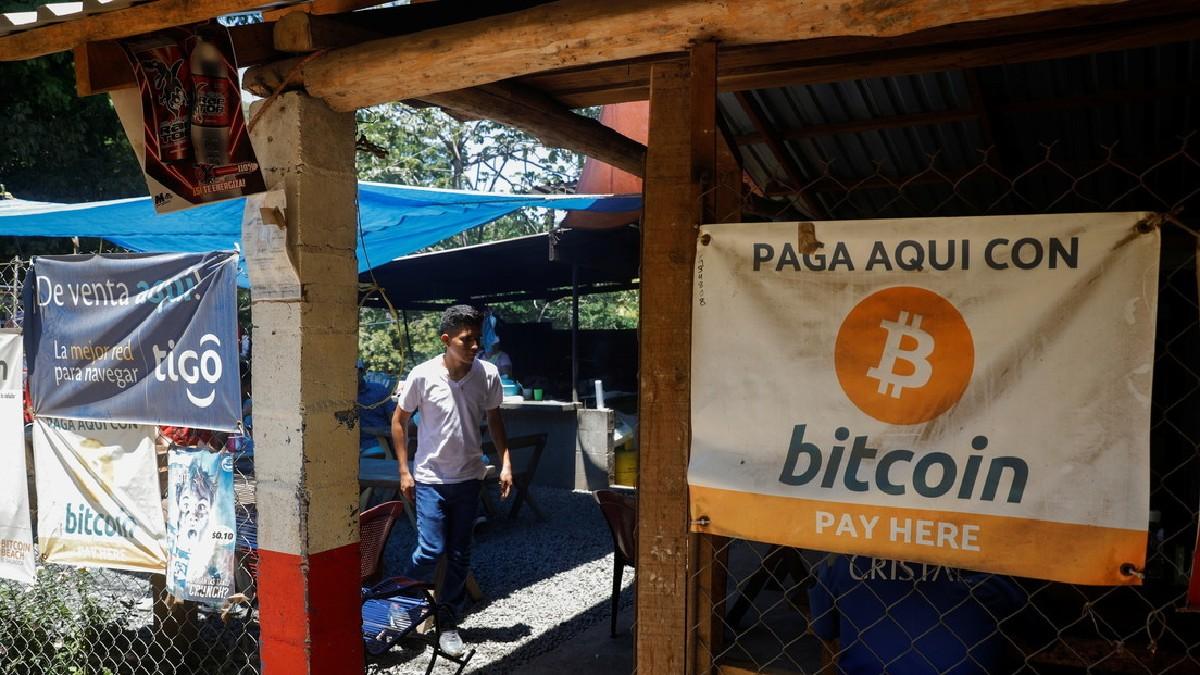 El Salvador compra sus primeros bitcoines para su implementación como moneda de curso legal
