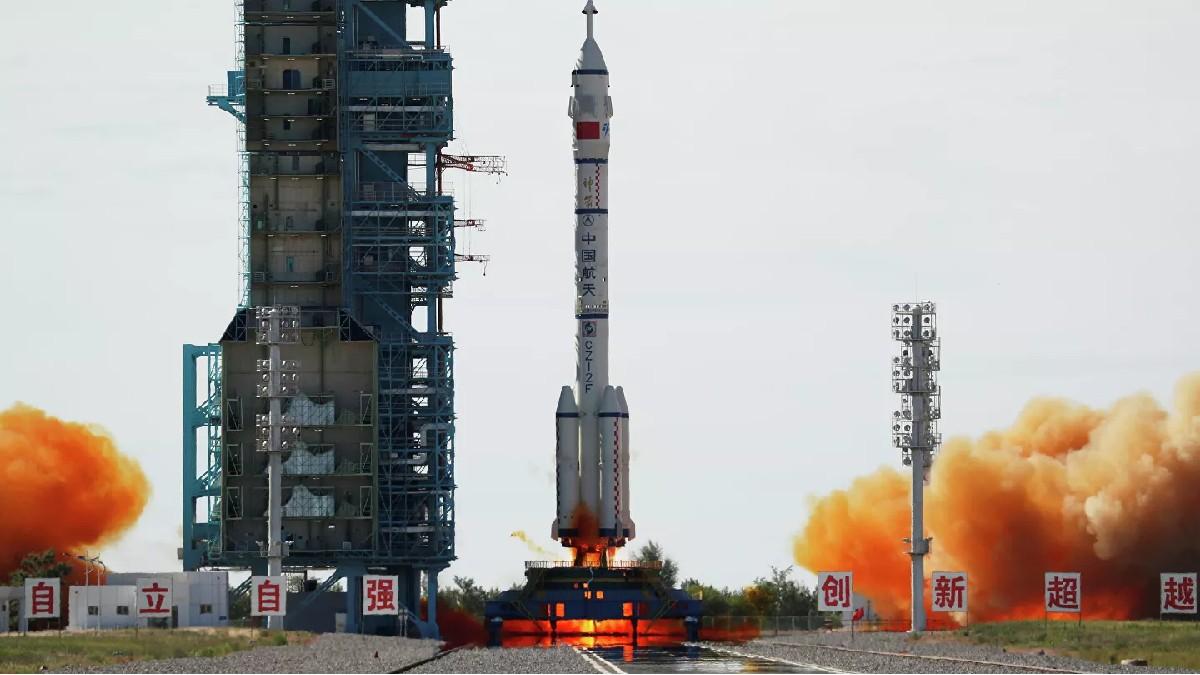 (Video) China lanza su primera nave espacial tripulada después de cinco años