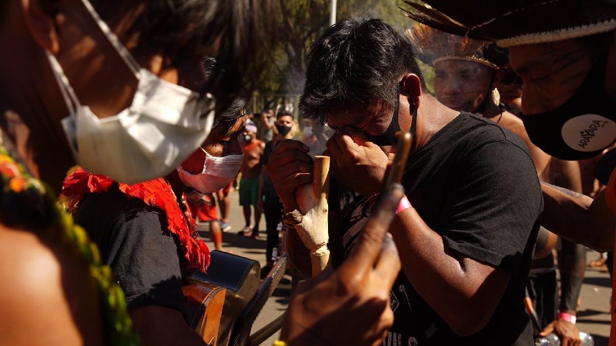 (Videos) Policía reprime protesta indígena en Brasilia