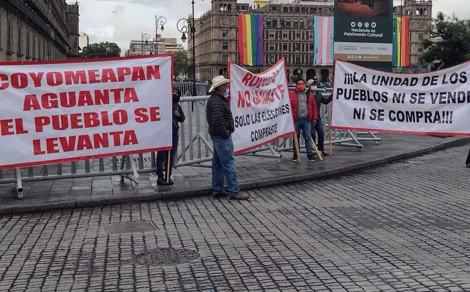 Pobladores de Coyomeapan protestan en Palacio Nacional señalando fraude electoral