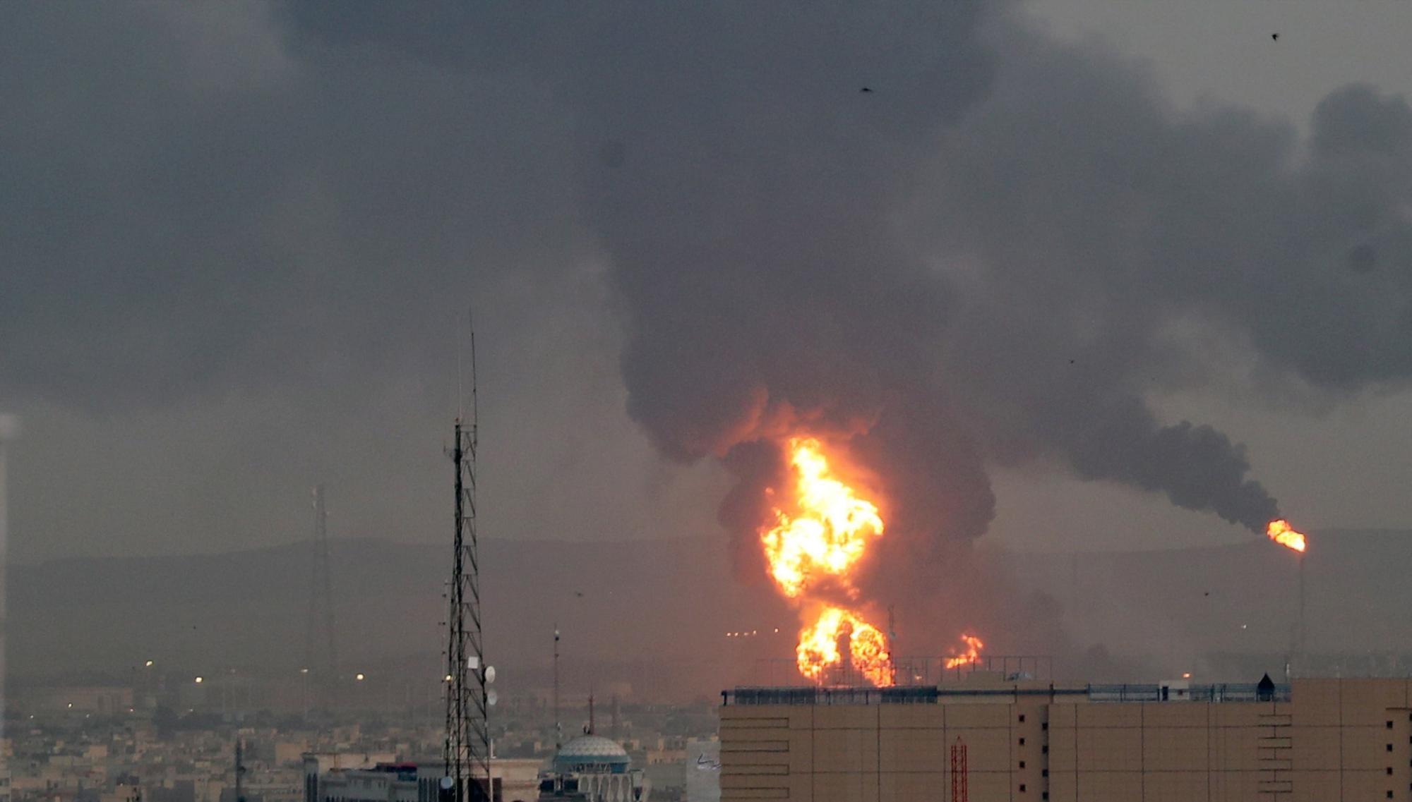 incendio refinería irán