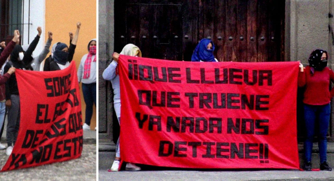 Normalistas de Teteles manifestándose afuera de Casa Aguayo