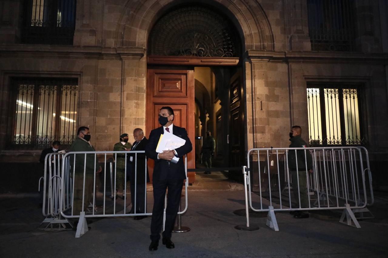 Silvano Aureoles se planta afuera de Palacio Nacional y pide audiencia con AMLO; lo rechazan