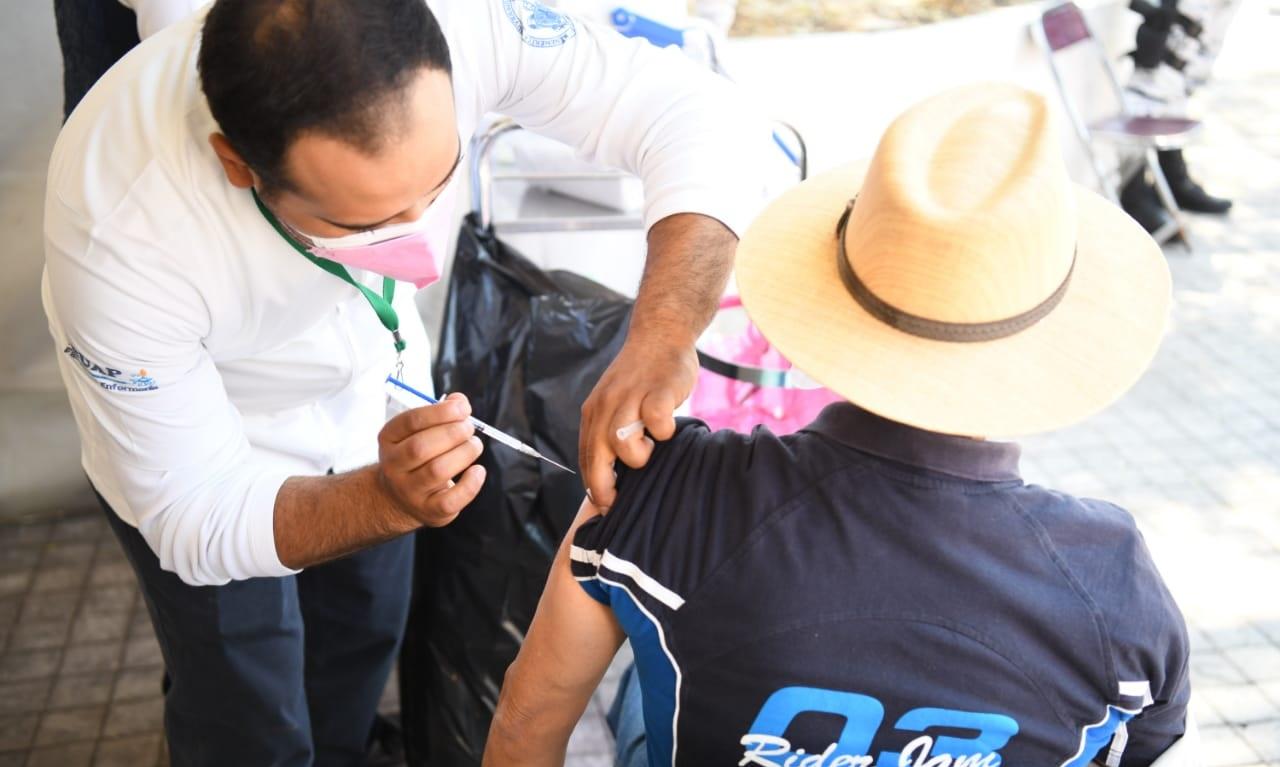Arranca vacunación de 40 a 49 años en zona conurbada; aquí los municipios, horarios y sedes