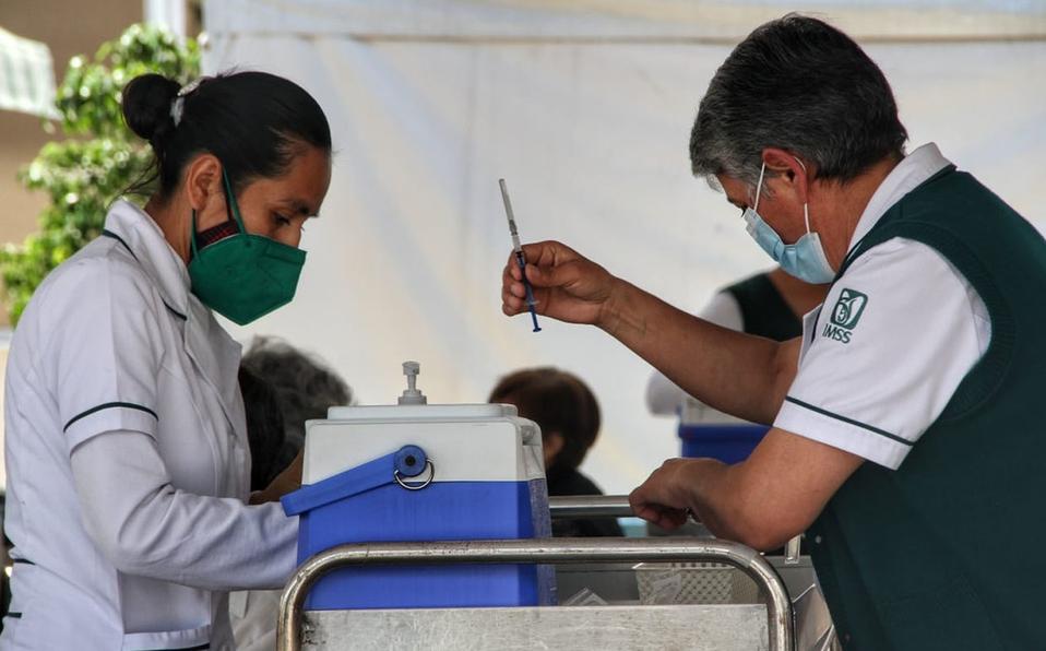 Comienza aplicación de primeras dosis de vacuna anticovídica en Zona Conurbada de  Puebla, y en tres municipios de Zona Metropolitana
