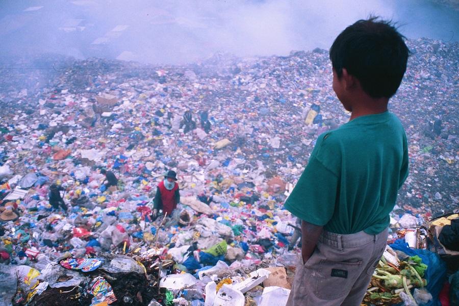 Libro recomendado: Vivir de la basura, de Carlos Gallegos