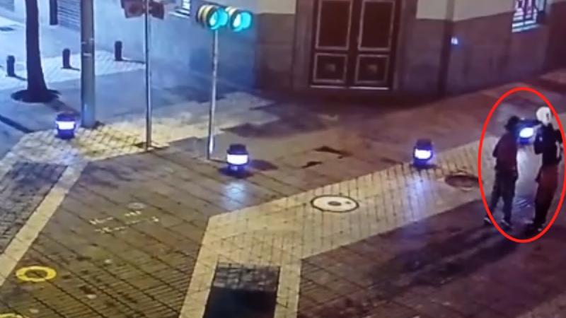 Cuerpo calcinado en centro de Santiago: Cámaras de seguridad revelan últimos minutos de la víctima