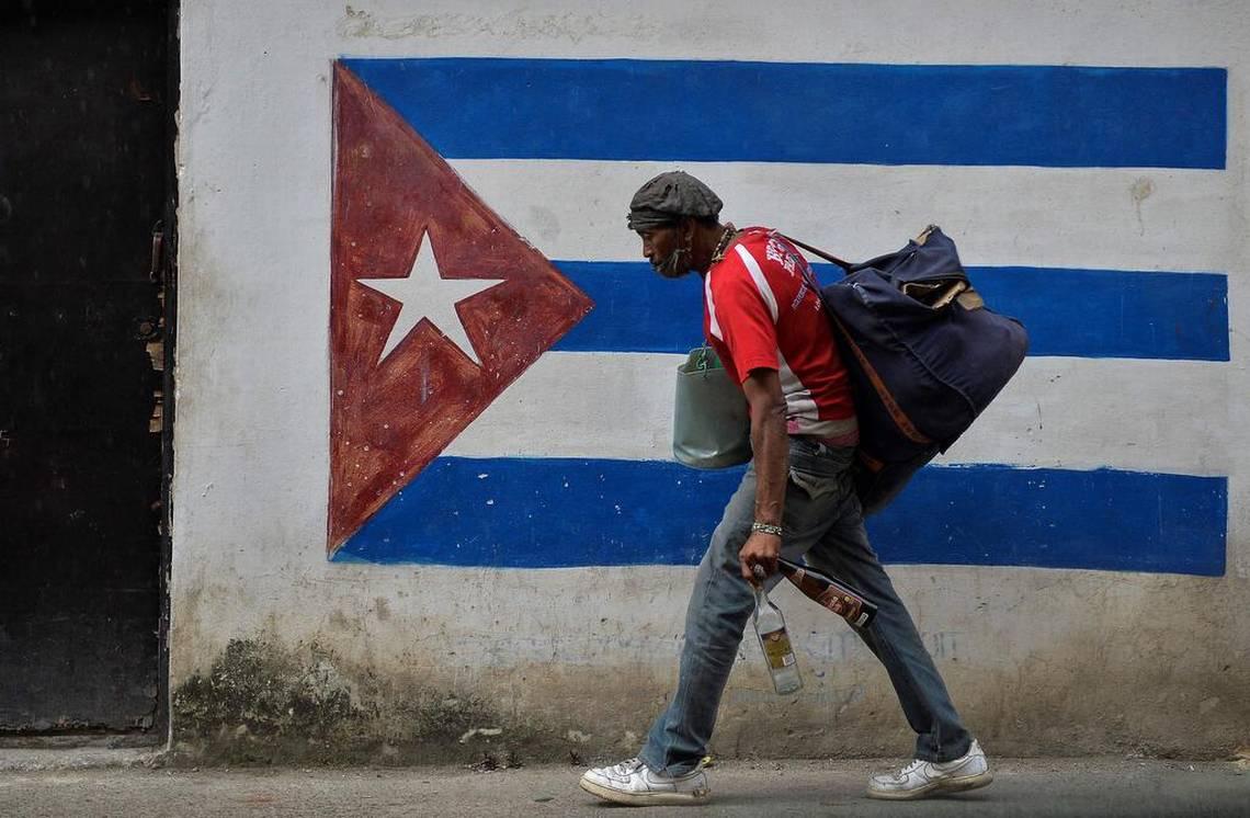 Artistas, intelectuales y organizaciones sociales exigen a Biden terminar bloqueo contra Cuba
