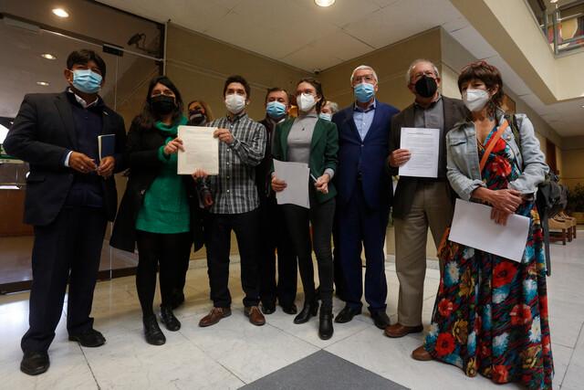 Diputados de oposición ingresan acusación constitucional contra ministro Figueroa por no asegurar derecho a la educación de niñas, niños y adolescentes en medio de la pandemia
