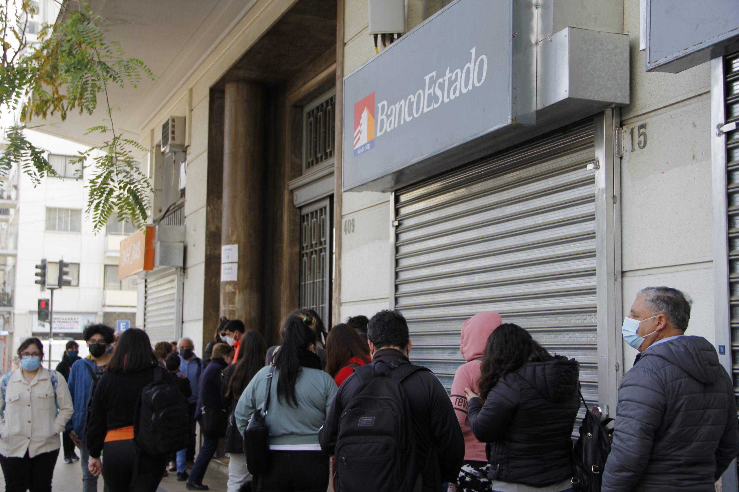 Diputada Marzán ofició al Sernac por «interminables filas» en sucursales del Banco Estado