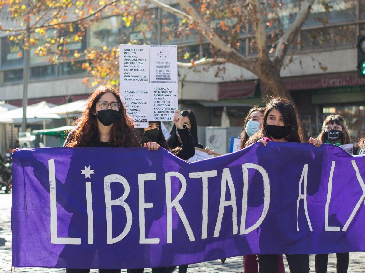 Jornadas de solidaridad por la libertad de las y los presos políticos: Coordinadora 8M realizó acción frente a Gendarmería