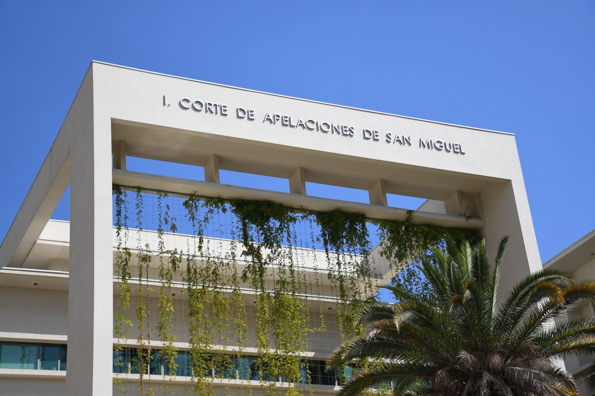 Corte de San Miguel confirma fallo que condenó a oficiales de Carabineros (r) por ejecución de pobladores en La Granja en 1973