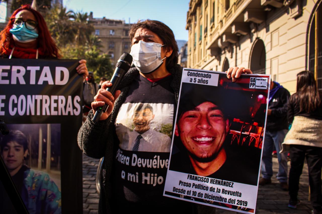 Erica Riquelme, madre del primer condenado de los presos de la revuelta: Mi hijo fue acusado de un delito sin pruebas concluyentes