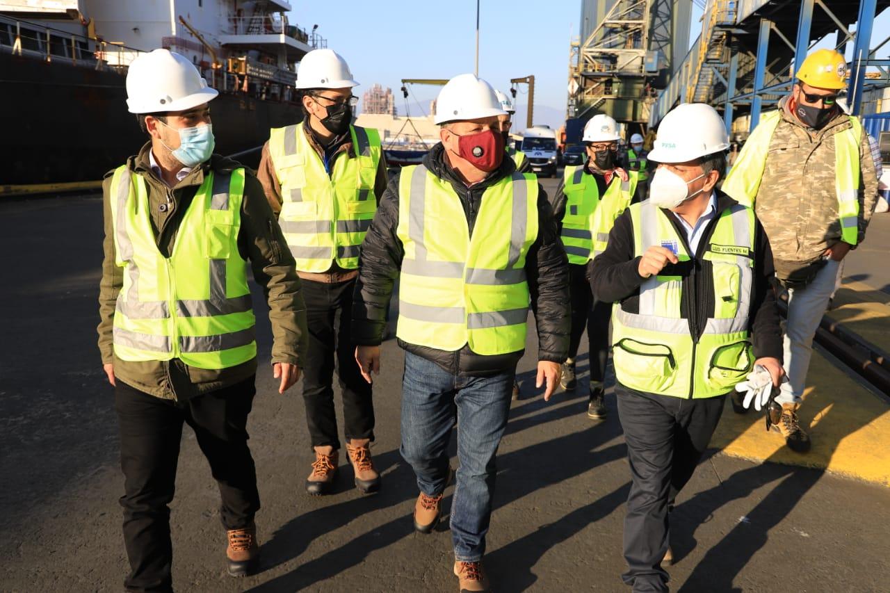 Valparaíso: Gobernador Mundaca visitóinstalaciones de Puerto Ventanas para constatar medidas de mitigación en el lugar