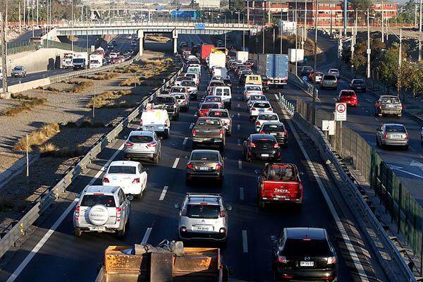 Aprueban legislar proyecto que rebaja el impuesto específico a los combustibles
