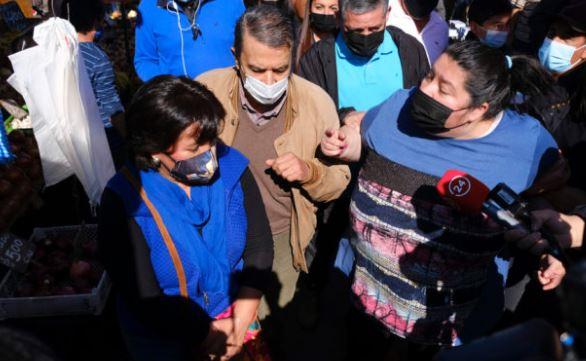 (Video) Increpan a Yasna Provoste durante visita a feria de Puente Alto