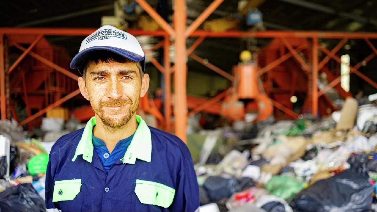 Dirigente Jonathan Castillo: «El proyecto de Ley de Envases que estamos impulsando es una ley de responsabilidad extendida al productor, para que se tenga que hacer cargo de cada envase que inserta al mercado»