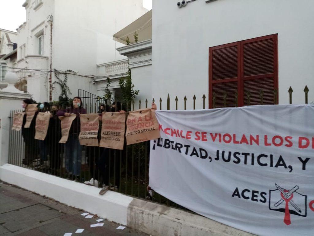 (Video) Estudiantes de la ACES tomaron dependencias del INDH para exigir libertad de los presos de la revuelta