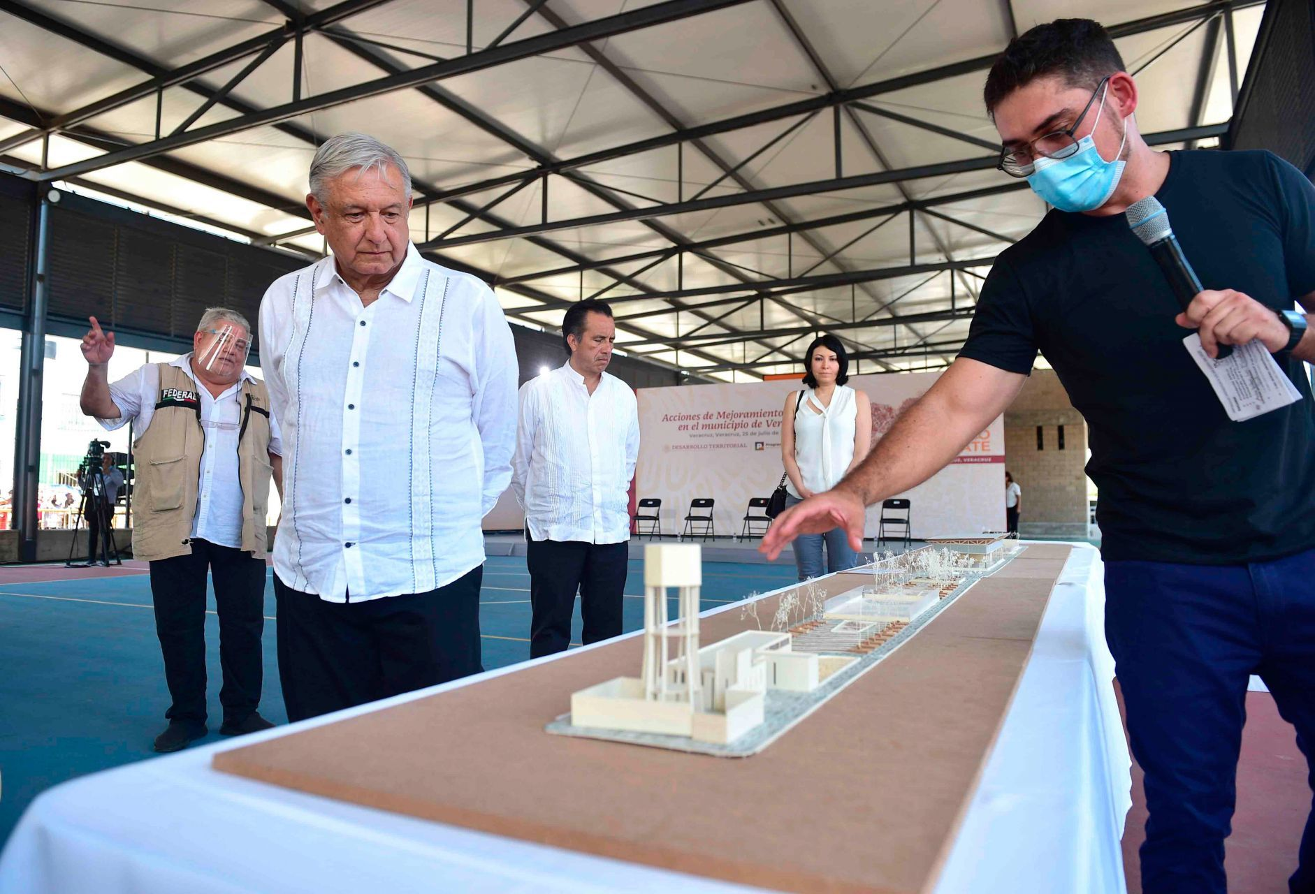 Anuncia AMLO vacunación universal para Puebla y otros cuatro estados